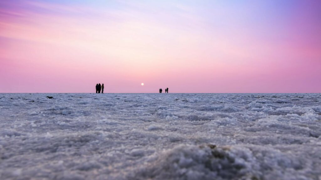 white-desert-with-setting-sun-in-the-background-mounty-blog